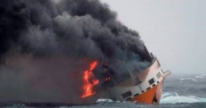 حريق سفينة /المنتصف