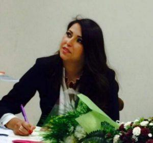 الكاتبة حنان عبيد /المنتصف
