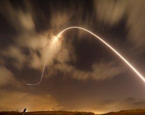 قذيفة صاروخية -المنتصف
