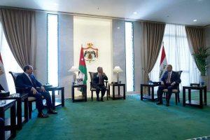 الملك عبدالله+السيسي+الكاظمي -المنتصف