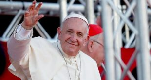 البابا فرنسيس -المنتصف