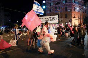 تظاهرات اسرائيل-المنتصف