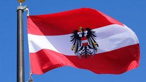 علم النمسا -المنتصف