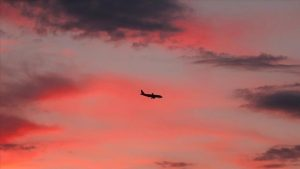 طائرة تجارية -المنتصف