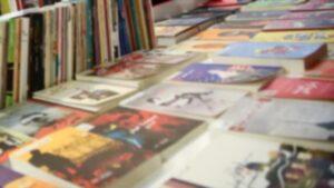 إسطنبول للكتاب العربي - المنتصف